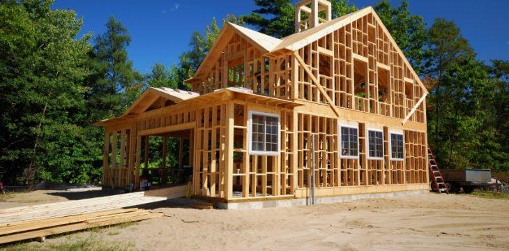 Zoom sur la construction de maison en bois